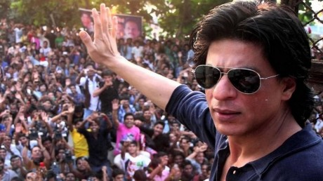 Fan: SRK on the gates of Mannat